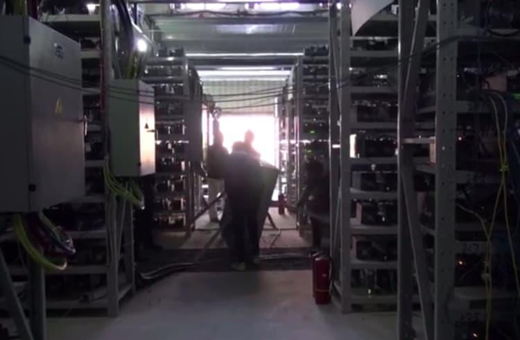 Vídeo em 360° mostra uma mina secreta de Bitcoin que gera US$ 8 milhões por ano