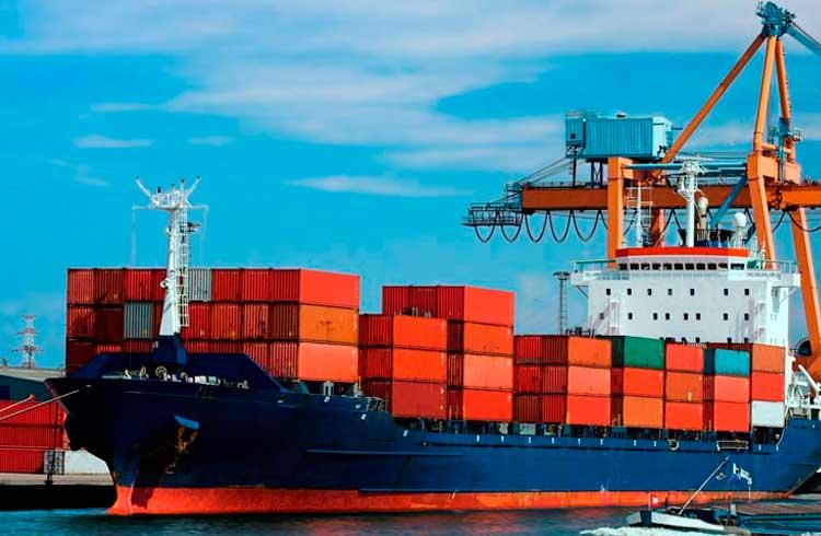 Gigante mundial de transporte marítimo anuncia operações com a blockchain