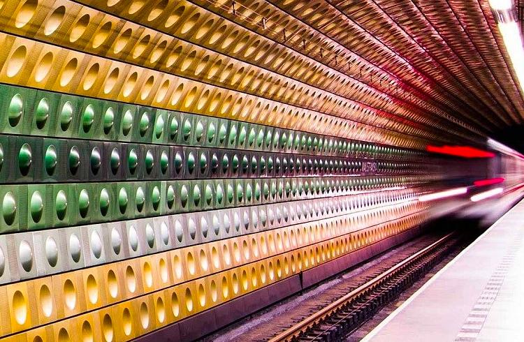 Metrô de Praga agora possui dez novos caixas eletrônicos de Bitcoin