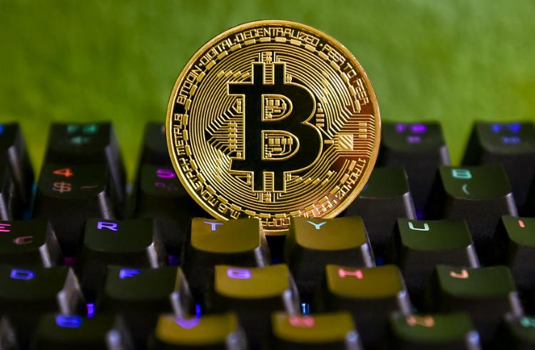 """Jamie Dimon diz para as pessoas """"somente tomarem cuidado"""" com o Bitcoin"""