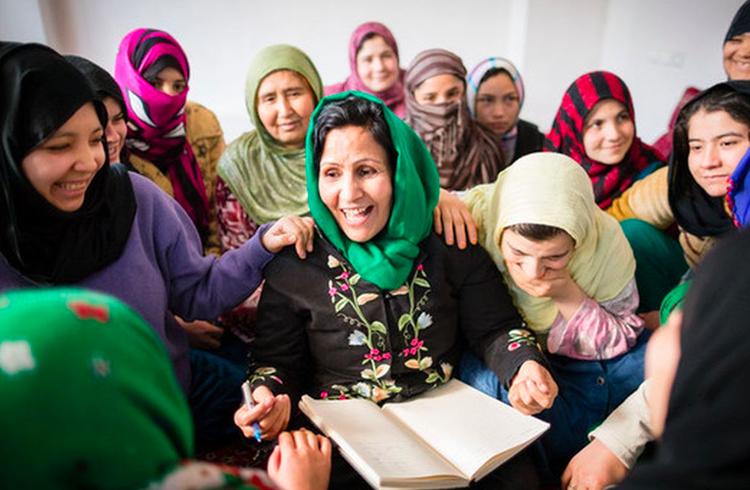 Jovens mulheres no Afeganistão abraçam Ethereum para mudar situação no país