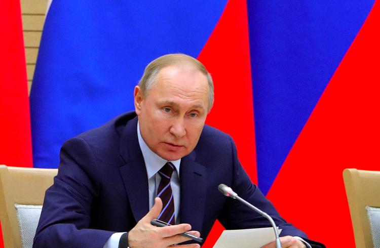 """Putin diz que a Rússia deve explorar a blockchain para evitar """"limitações"""" financeiras"""