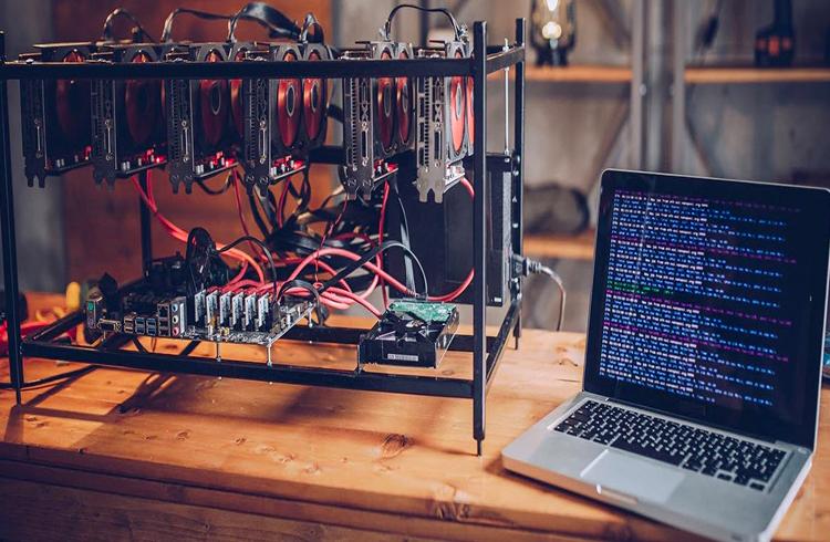 Japonês usa eletricidade da empresa em que trabalha para minerar criptomoedas