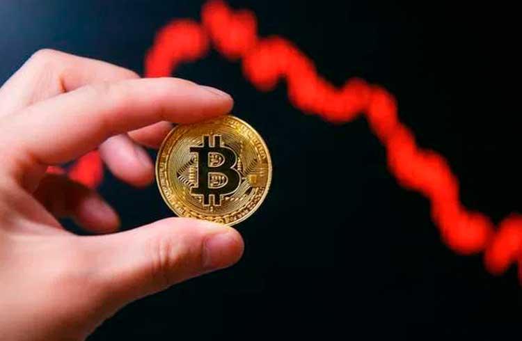 Bitcoin termina o mês em queda e inicia agosto mirando um recuo para US$7.500
