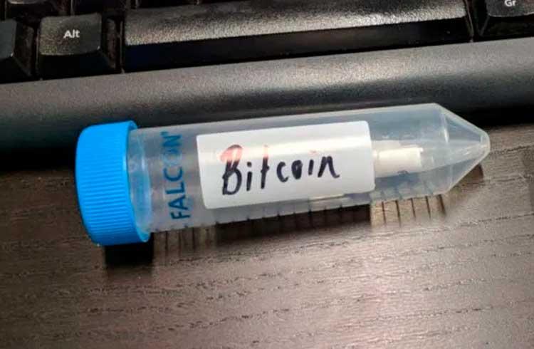 Estudante resolve desafio e resgata Bitcoin armazenado em DNA