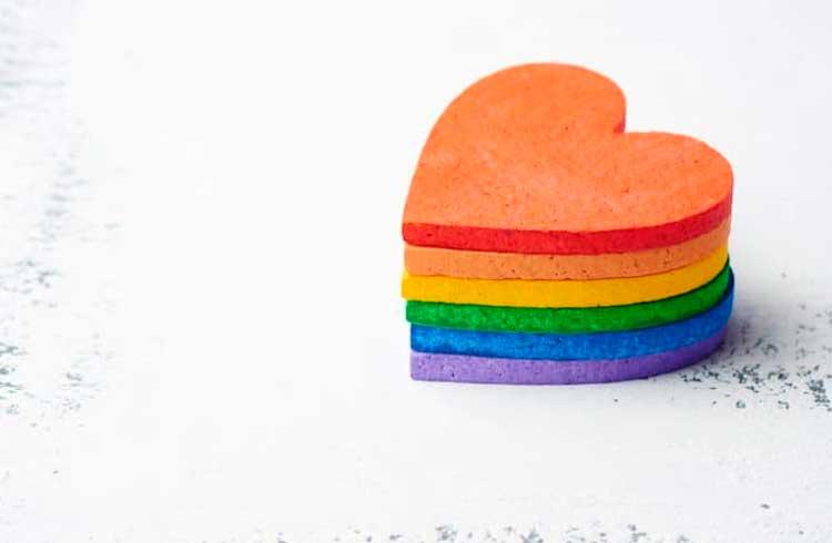 """Love is in the hash"": primeira união homoafetiva registrada em blockchain do Brasil"