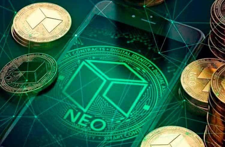 NEO desvaloriza 40% em agosto e fecha o mês como a pior performance entre as maiores criptomoedas