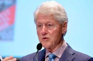 """Bill Clinton diz que regulação demasiada no universo cripto poderia matar a """"galinha dos ovos de ouro"""""""