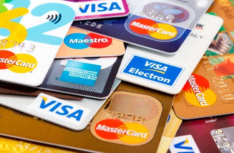 Pesquisadores dizem que cartões de débito e crédito se tornarão obsoletos antes do dinheiro físico