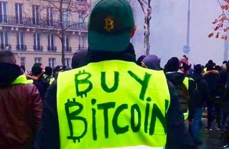 Movimento Coletes Amarelos inicia nova forma de protesto: a queima de cédulas de dinheiro