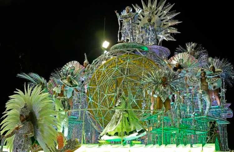 Bitcoin encanta no Carnaval em desfile que choveu dinheiro no Rio de Janeiro