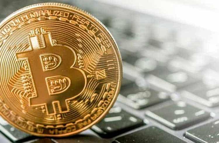 Filho de Bolsonaro publica notícia falsa sobre Bitcoin