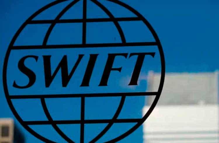 Swift anuncia sistema de votação digital via blockchain para grandes bancos internacionais