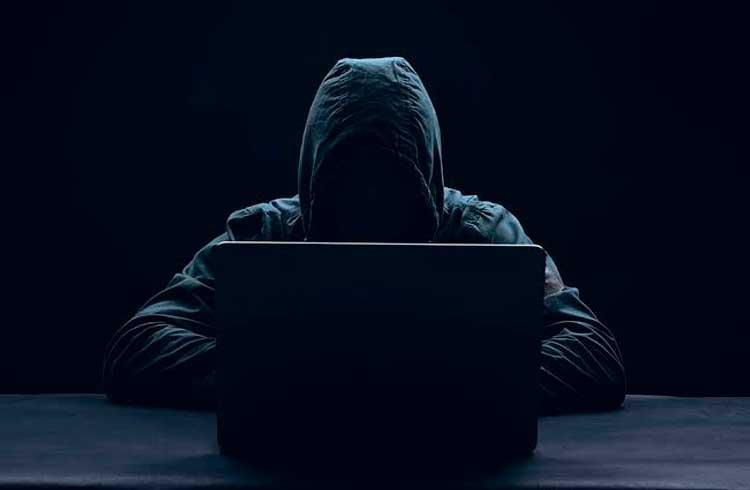 Hackers brasileiros atacam o Equador após prisão de Julian Assange