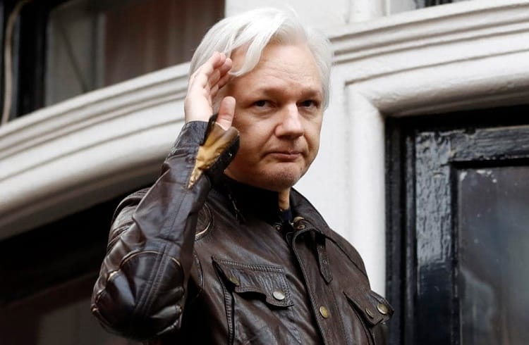 Doações em Bitcoin para o site WikiLeaks aumentam após a prisão de Julian Assange