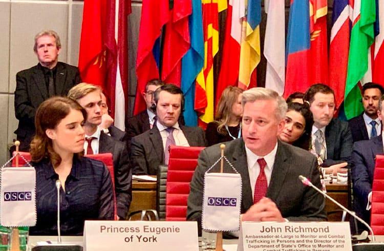 Princesa do Reino Unido e Embaixador dos EUA falam sobre blockchain no combate ao tráfico humano