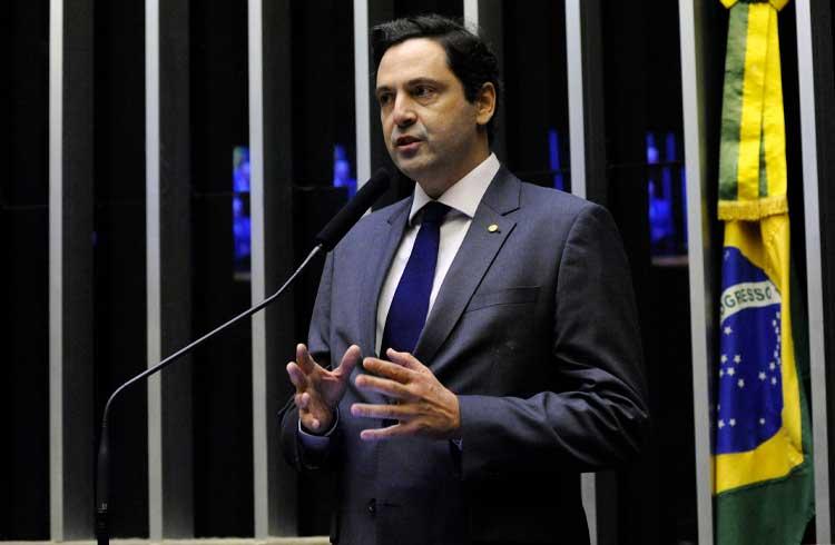 Deputado e membro da família imperial brasileira critica a regulação de criptoativos no país