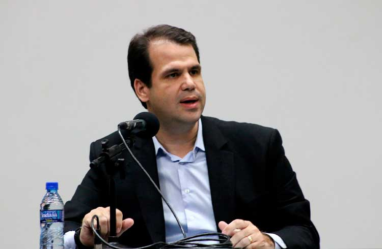 Deputado Aureo Ribeiro convoca exchanges e delegado da polícia para debater ataques hackers