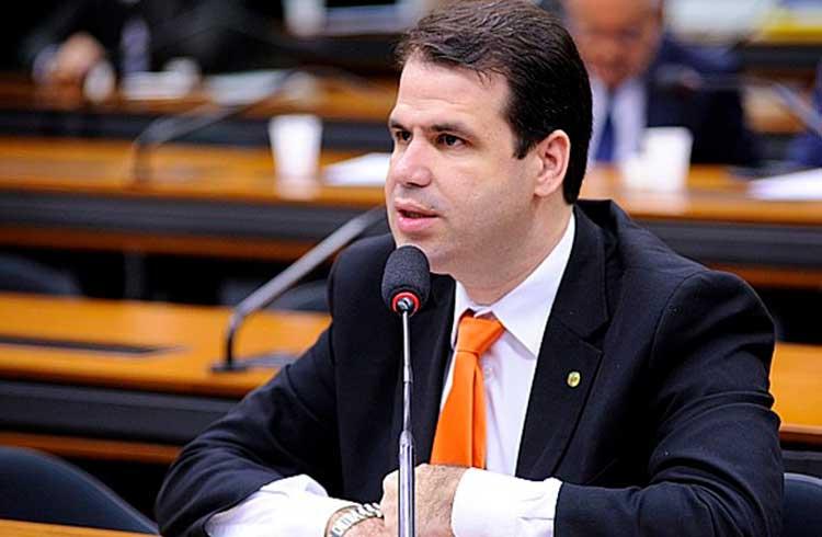 Deputado Aureo Ribeiro quer que a Receita Federal explique IN volta ao mercado de criptoativos