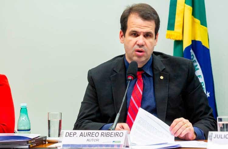 """Deputado Aureo Ribeiro coleta assinaturas em tentativa de instaurar uma """"CPI das criptomoedas"""""""
