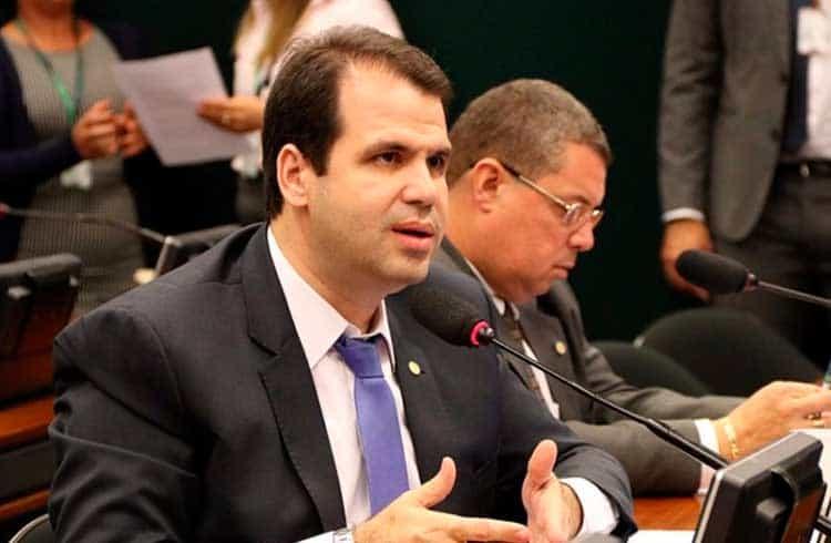 Deputado Aureo Ribeiro solicita audiência para bancos explicarem o fechamento de contas de exchanges
