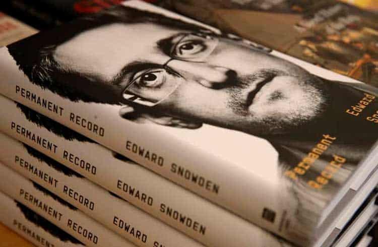 Edward Snowden afirma que bloqueio dos EUA ao seu livro beneficia o Bitcoin