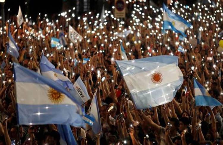 Argentina restringe ainda mais a compra de dólares após eleições e Bitcoin pode se beneficiar