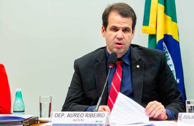 Deputado Aureo Ribeiro cria formulário denúncias sobre pirâmides financeiras