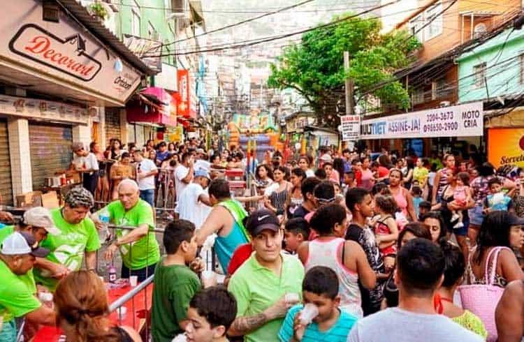 YouXWallet doa 7 mil brinquedos na favela da Rocinha