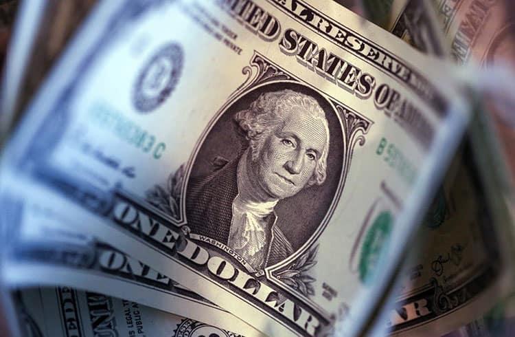 Preço do dólar atinge máxima histórica no Brasil; Bitcoin pode ser alternativa