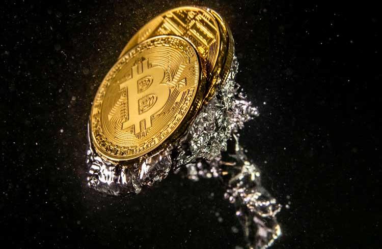 Bitcoin é cotado abaixo dos US$8 mil; Mercado de criptoativos acompanha queda
