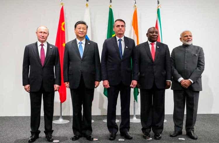 BRICS considera criptomoeda para facilitar o comércio e reduzir a dependência ao dólar