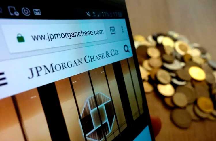 "Banco JPMorgan emite relatório sobre valor intrínseco do Bitcoin e alerta para ""risco de queda"""