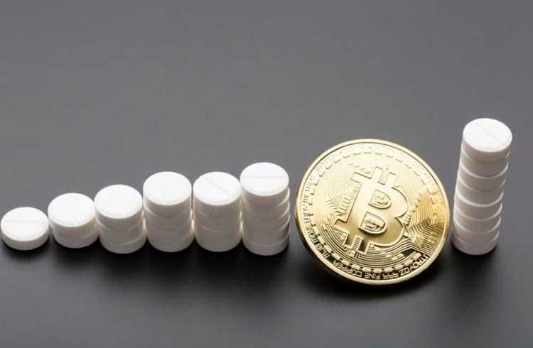 Mulher é acusada de vender narcóticos em troca de Bitcoin nos EUA