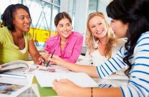 Curso online gratuito capacitará mulheres sobre tecnologias como blockchain e IoT