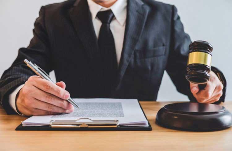 Advogado dá conselhos sobre como recuperar dinheiro retido pela A2 Trader