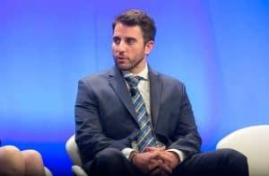 """Bitcoin apresenta queda menor do que ações em """"segunda-feira negra"""", afirma Anthony Pompliano"""