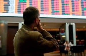 Bolsas de São Paulo e Nova York desabam e circuit breaker é ativado em dia de fortes perdas