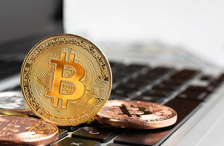 Depois de bater recordes, Hash rate do Bitcoin cai 20%