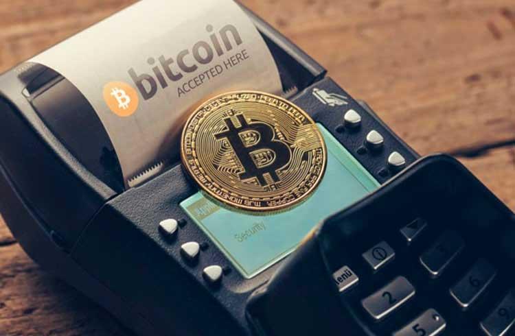 Especialista sugere cautela ao pagar com Bitcoin no comércio