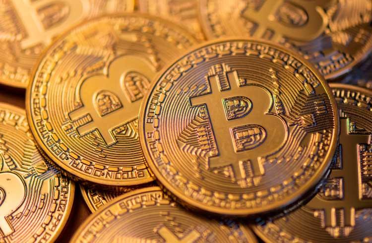 Bitcoin atinge US$ 7.100 e mercado de criptomoedas avança