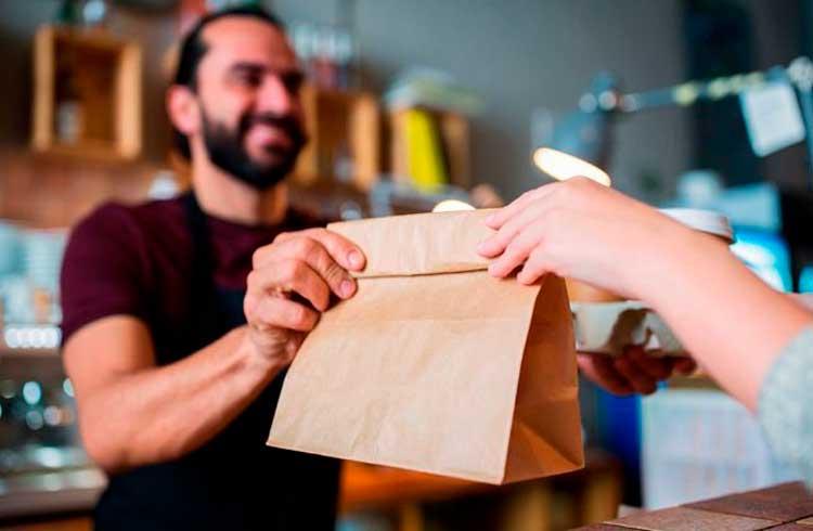 Pesquisa mostra que pessoas gastam mais criptomoedas em comida do que em drogas
