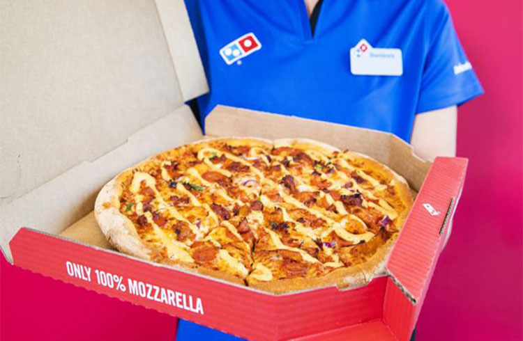 Exchange brasileira firma parceria solidária com a Domino's para entregar pizzas no Pizza Day