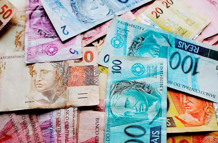 Dinheiro tende a desaparecer e criptomoedas são desafio, diz professora da PUC