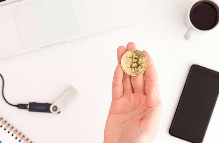 Maioria dos usuários usam carteiras físicas para guardar seus Bitcoins, aponta pesquisa