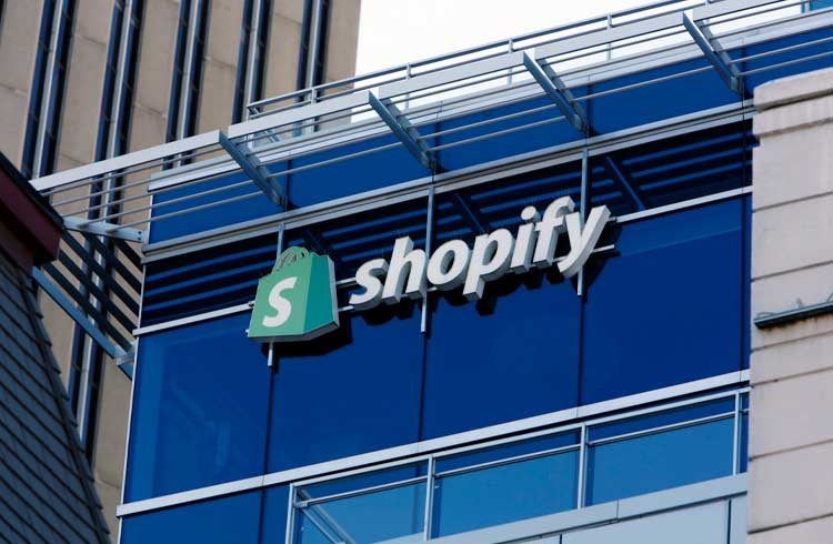 Shopify firma parceria que permite pagamentos com criptomoedas