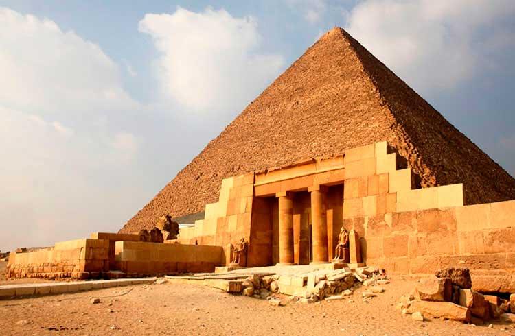 Advogado aponta como pirâmides financeiras de criptomoedas agem