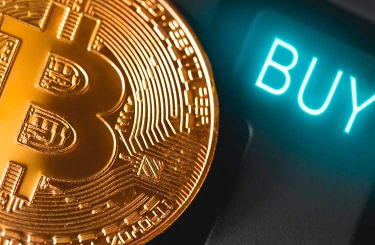 Analista explica as razões pelas quais todos deveriam comprar Bitcoin