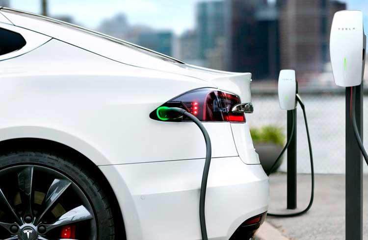 Engenheiro cria sistema que utiliza Lightning Network para recarregar veículos da Tesla