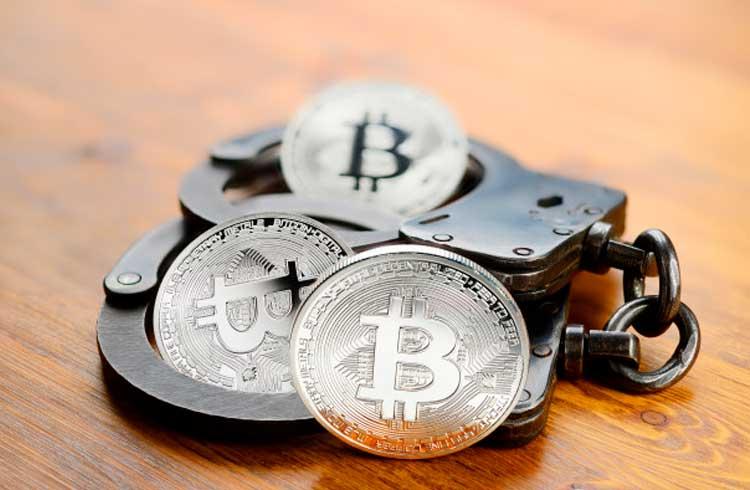 Funcionário de banco desvia milhões para investir em Bitcoin e acaba preso